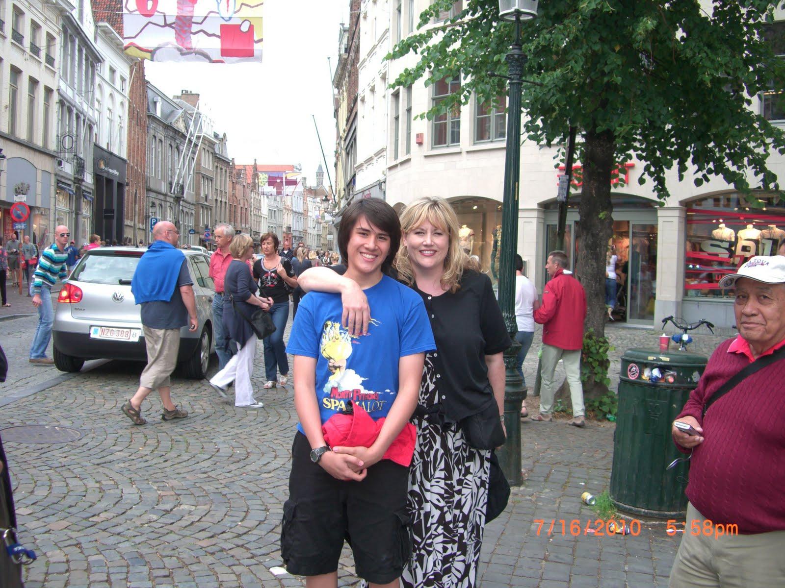 http://2.bp.blogspot.com/_j5hpRPxFQkU/TFXQn2pHncI/AAAAAAAAAjQ/B1zh-y-Drsw/s1600/Mickie+Alex+Brugge+2010.jpg