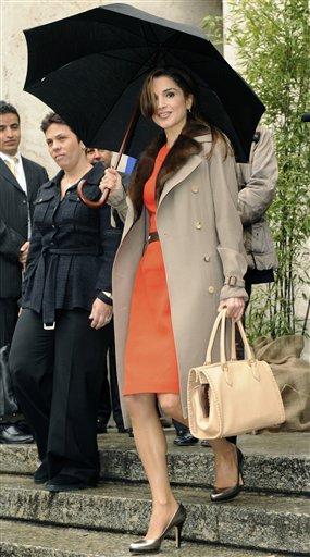 Queen Rania  Queen-rania-2009-10-22-9-12-58