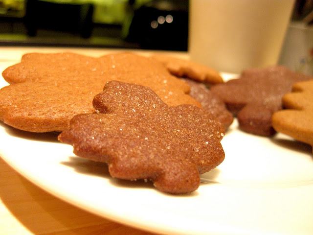fall dessert: gingerbread leaf cookies