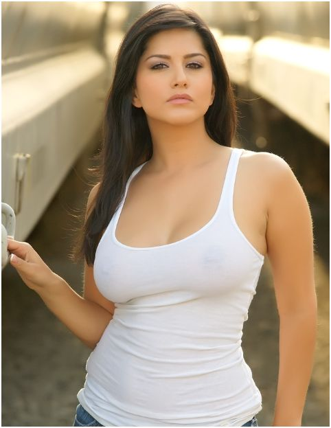 Sexy Adult Films Actress Sunny Leone in Jeans & Skirt Photo Shoot