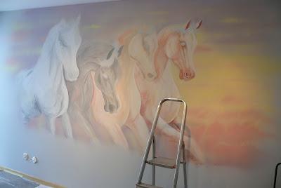 konie w galopie, lublin aranżacja ściany w salonie