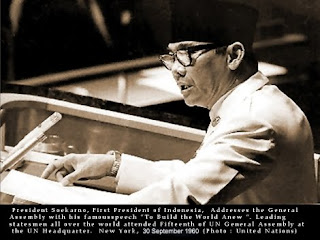 http://2.bp.blogspot.com/_jEwL4I5g1WQ/TDct9y8dIyI/AAAAAAAAA-g/C4xdlqcvZok/s320/pidato-bung-karno-di-pbb-30-9-1960.jpg