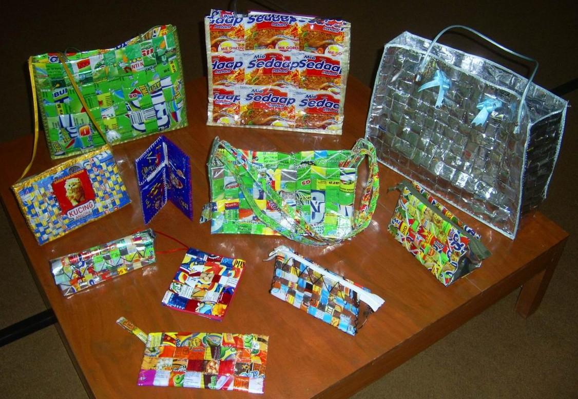 Kerajinan Anyaman dari Plastik Bekas