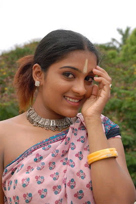 Beatuiful tamil actress in saree photo