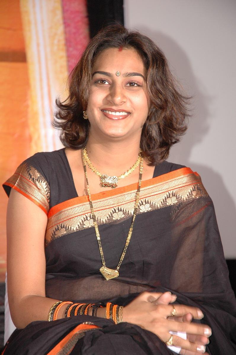 TV Anchor Surekha Vani Slight Navel Show in Black Saree