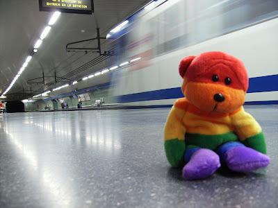 Urso rainbow pego na net, tem link