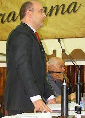 VEREADOR SAULO PERES DURANTE A VOTAÇÃO DO PROJETO DE LEI Nº 15
