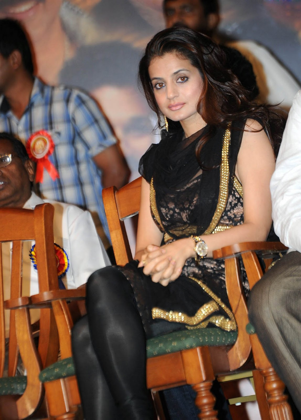latest film news online, actress photo gallery: amisha patel cute