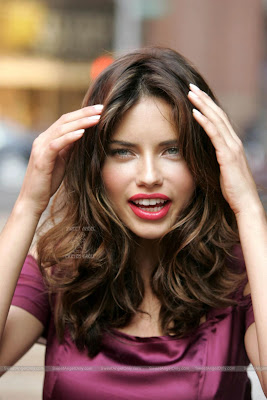 adriana_lima_hot_wallpaper_23_sweetangelonly.com