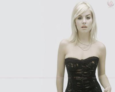 elisha_cuthbert_hollywood_hot_actress_wallpaper_27_sweetangelonly.com