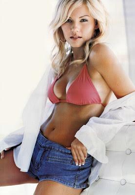 elisha_cuthbert_hollywood_hot_actress_wallpaper