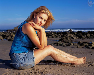 elisha_cuthbert_hollywood_hot_wallpaper_36_sweetangelonly.com