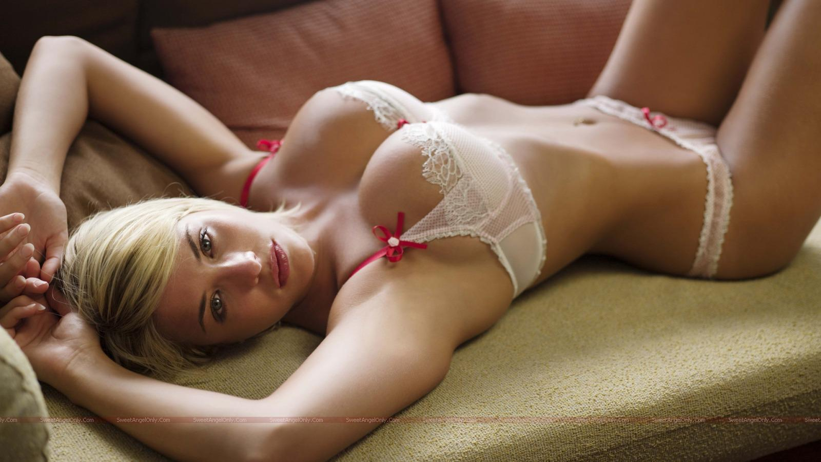 http://2.bp.blogspot.com/_jJPqWg6V3Y8/TTwfXfhqm7I/AAAAAAAADws/tY6rs8_Q79Q/s1600/hollywood_hot_actress_wallpapers_83_01.jpg