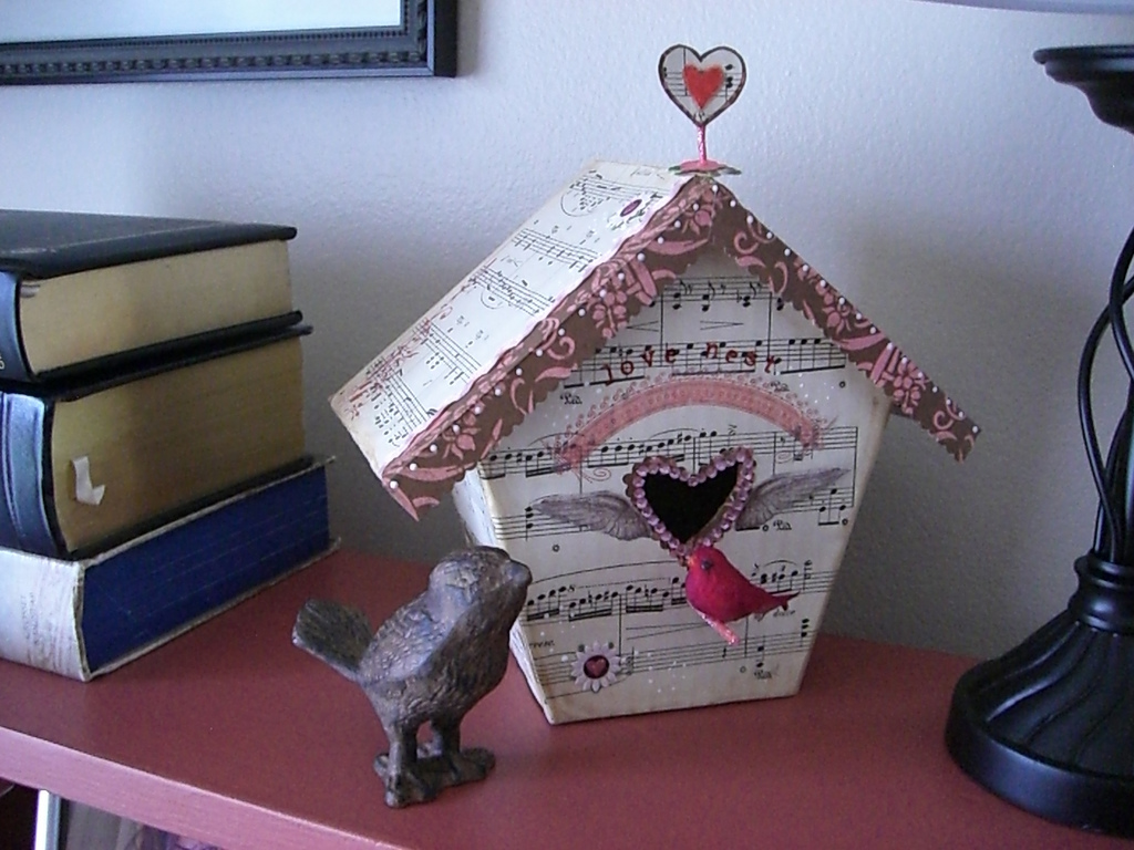Cute Valentines Birdhouse Honeybear Lane