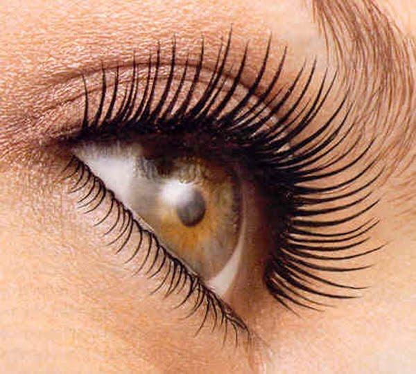 applied eye mascara साठी प्रतिमा परिणाम