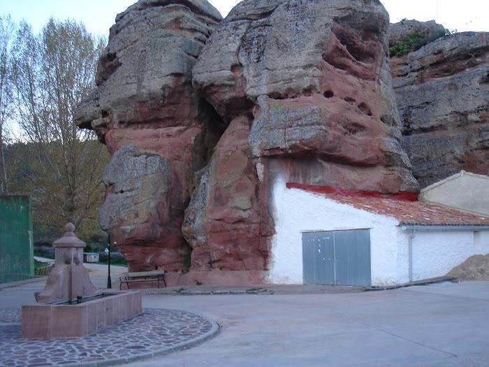 Chequilla, rocas rojas