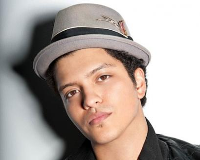 I love him, I love his music, I love his voice, I love Bruno Mars