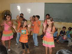 Crianças do PETI e da CCF apresentam número de dança na PALESTINA