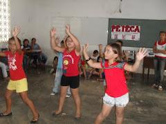 A dança encanta as crianças do PETI, CCF e PETECA da Palestina