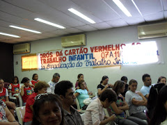 Os participantes assistem atentos a Palestra com Membro da Promotoria
