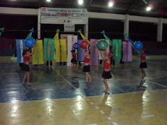 O Grupo de Dança da E.E.F Roberto Rolim apresenta um lindo número de Dança