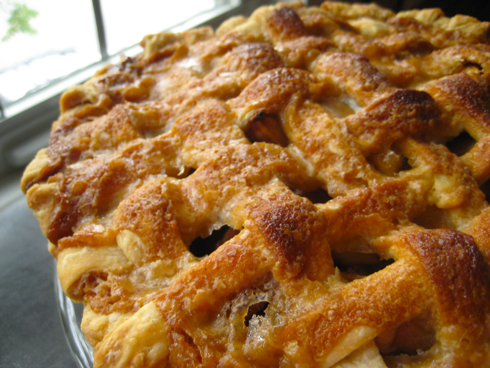 Being Suzy Homemaker: Apple Pie with Caramel Sauce