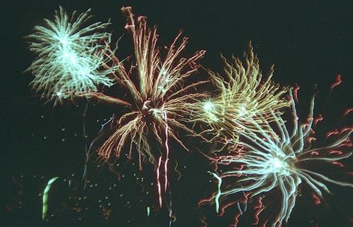http://2.bp.blogspot.com/_jPsUHRPlxFw/TTvJj3hOOUI/AAAAAAAACNQ/3fFA9i6xuqk/s1600/firework+2.jpg