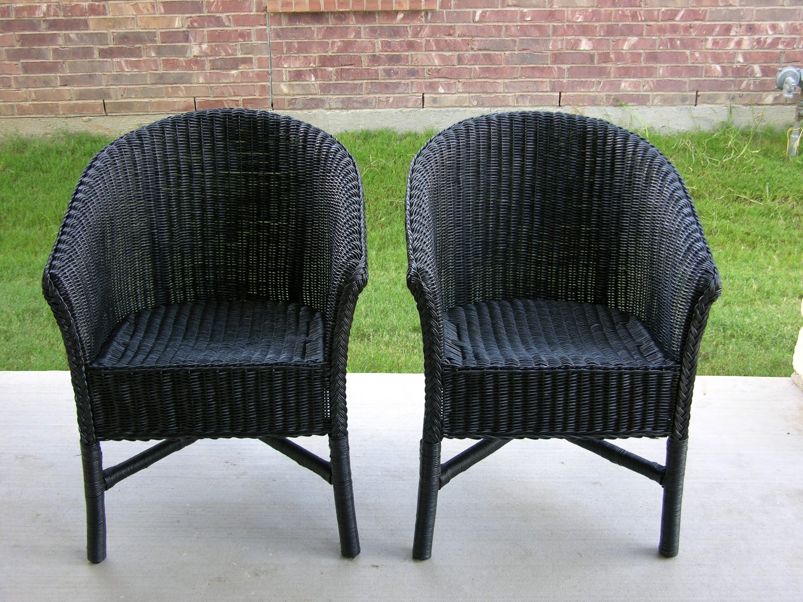 Superbe Painted Wicker Chairs