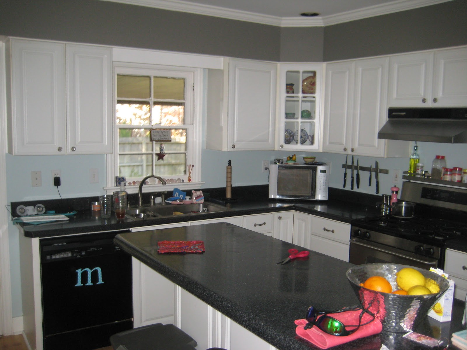 Black and White Kitchen Cabinets with Granite Paint Colors
