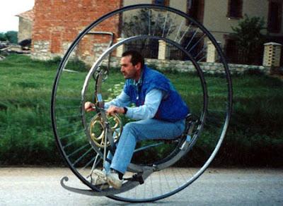 http://2.bp.blogspot.com/_jW0fHcfb-L4/R6hSAumR5aI/AAAAAAAABxA/GyF726TXSnE/s400/monocycle-thumb.jpg