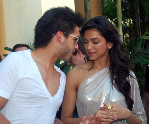 Deepika spotted kissing Siddharth Mallya