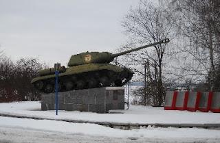 на фото: пам'ятник танку