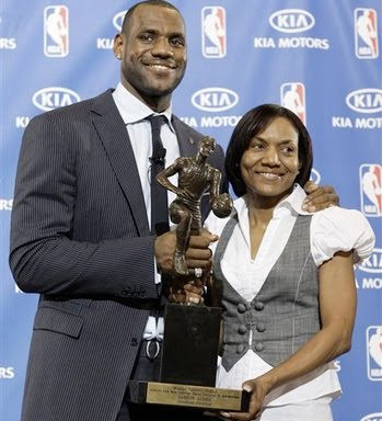 lebron james mom sleeps with teammate delonte west. lebron james mom sleeps with