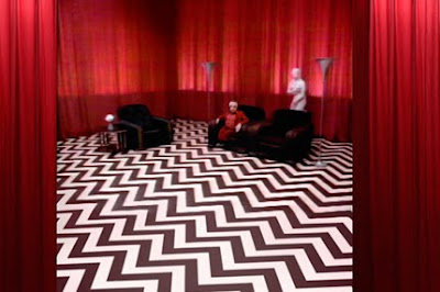 http://2.bp.blogspot.com/_jXMIsK3dV50/SuohkqMbz5I/AAAAAAAAWlo/98hDgJVc_9c/s400/red-room.jpg