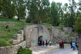 Entrada de uno de los depósitos subterráneos