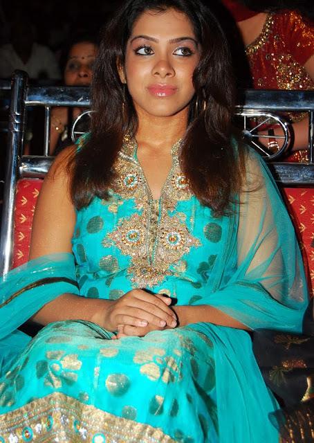 Sandhya In Sleeveless Salwar Suit Wallpapers sexy stills