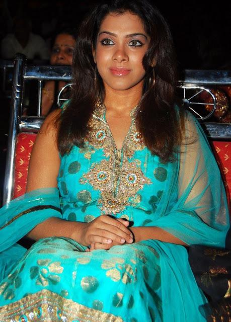 Sandhya In Sleeveless Salwar Suit Wallpapers gallery pictures