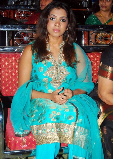 Sandhya In Sleeveless Salwar Suit Wallpapers unseen pics