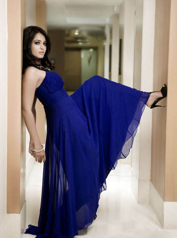 http://2.bp.blogspot.com/_jY5_mBUcDxg/S9GLbHZqdKI/AAAAAAAACj8/0hSSZY-adJM/s1600/Anushka+Hot+Photo+Shoot+Stills3.jpg