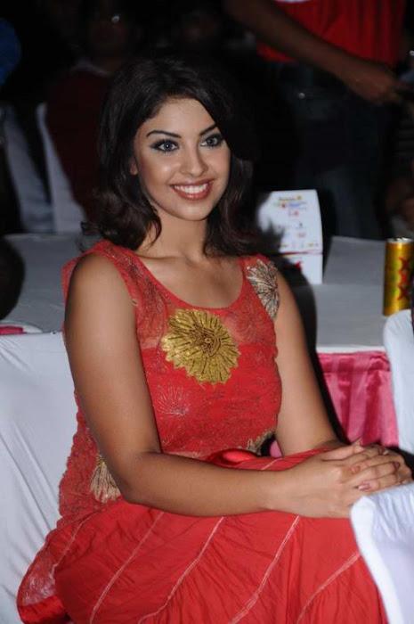 richa gangopadhyay at tollywood trophy t curtain raiser hot images