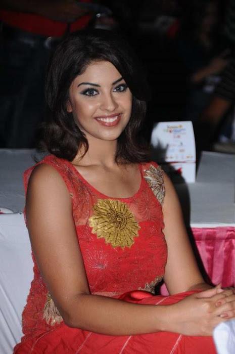 richa gangopadhyay at tollywood trophy t curtain raiser