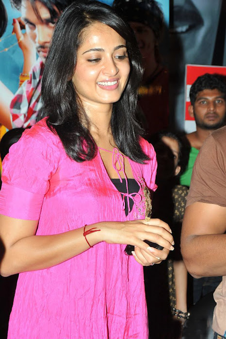 anushka vedam movie press meet unseen pics