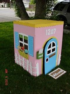 Casa rosa de cartón