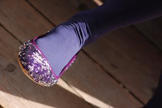 foto scarpa viola lustrini