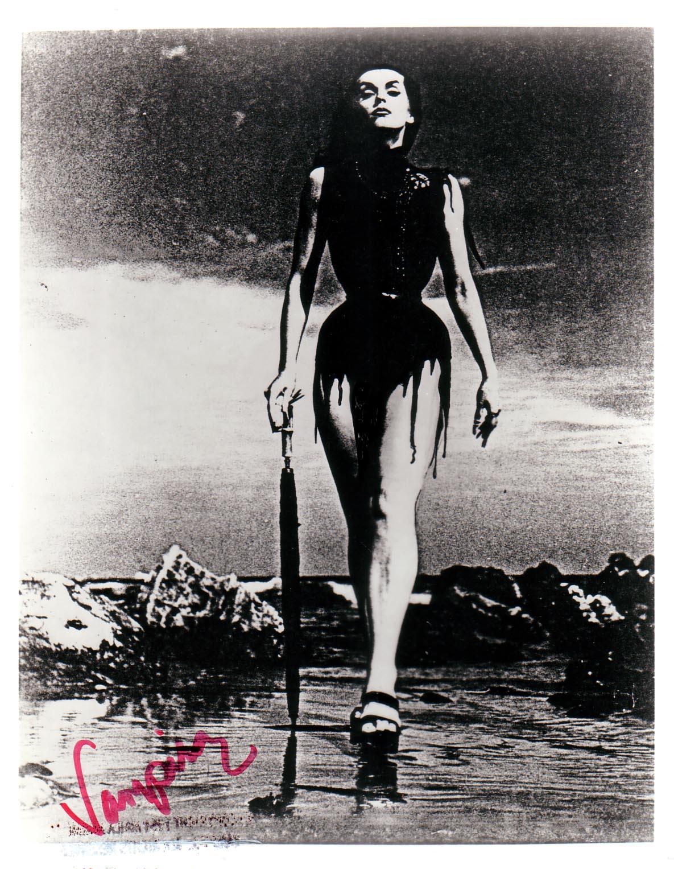 Vampira - Wallpaper Actress