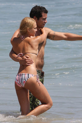 Jessica Alba Beach Bikini Pictures