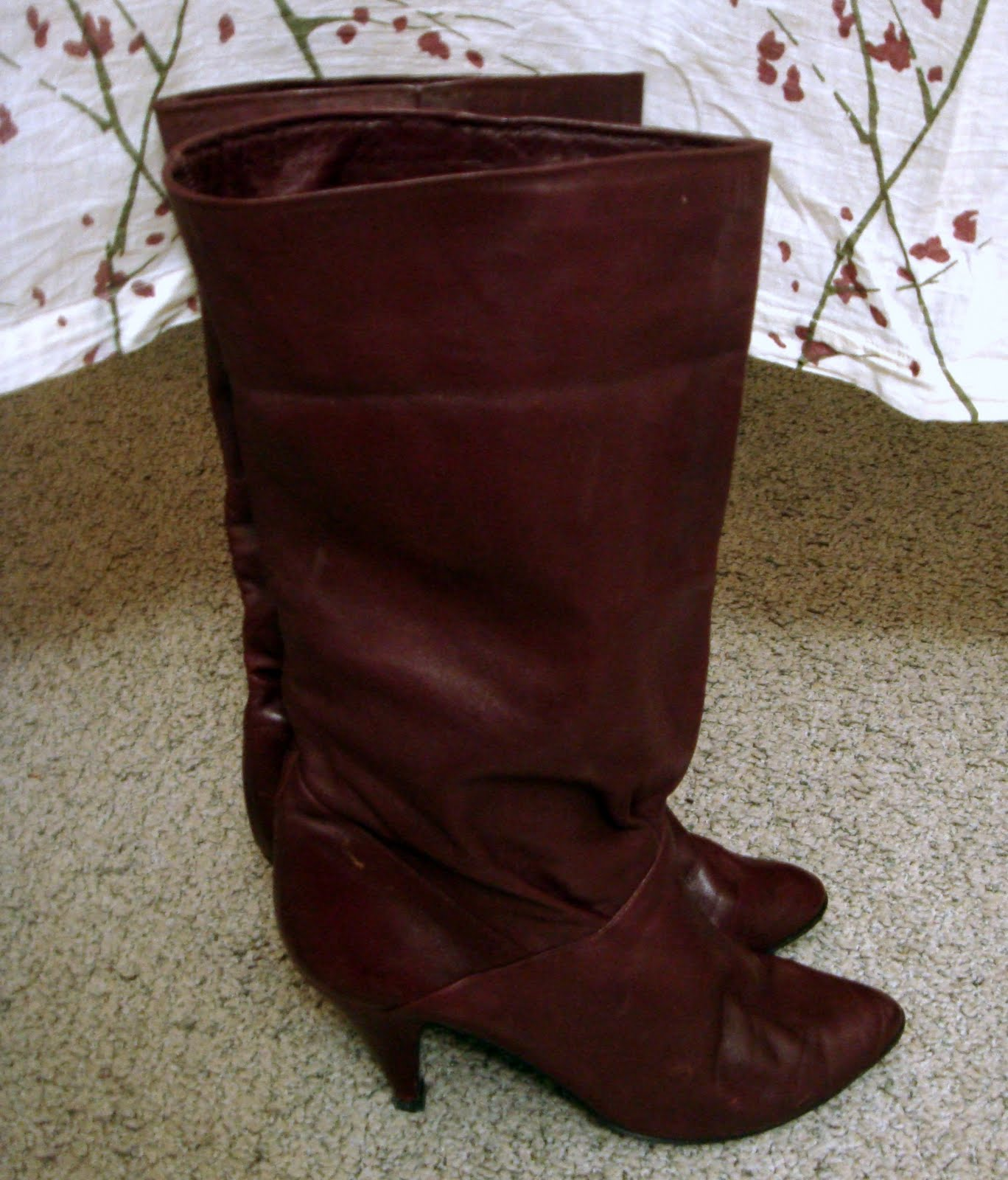http://2.bp.blogspot.com/_jcAD1iRz_vs/TJFdUTvZXzI/AAAAAAAAAN4/n97cgklMJhM/s1600/Fall+Boots.jpg