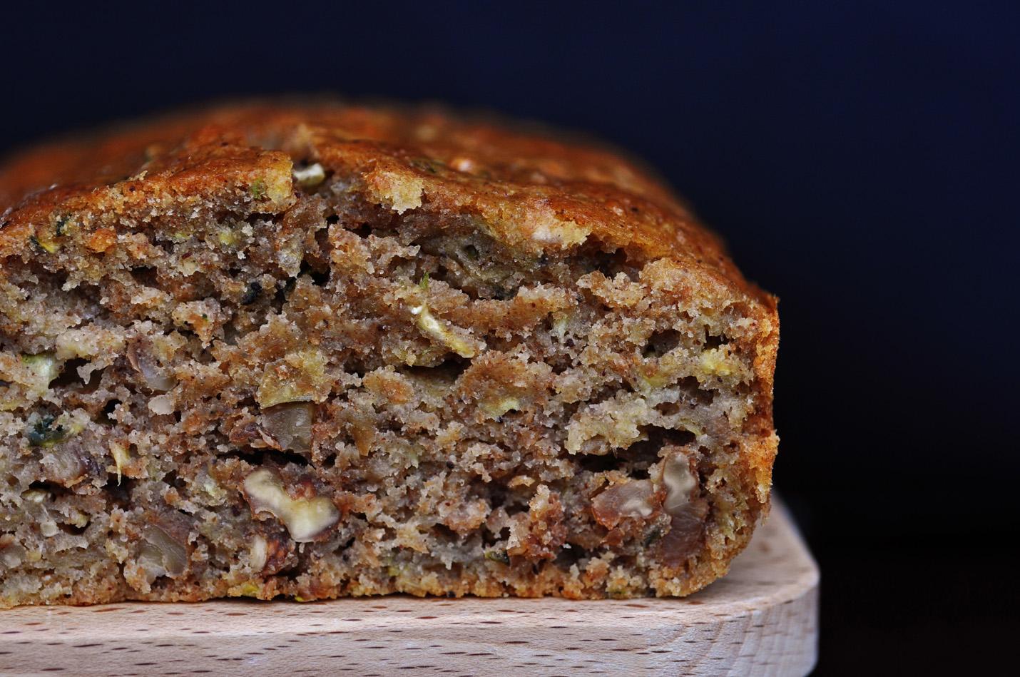 Recipes for zucchini cake with walnut