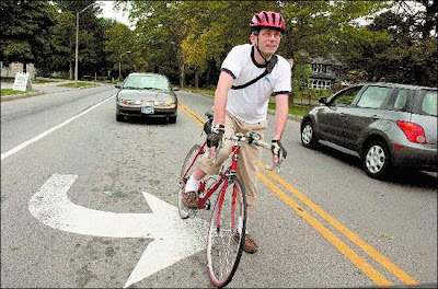 Image of a left-turning cyclist