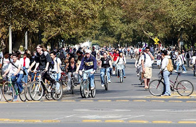 Image of bicycling students at the University of California, Davis